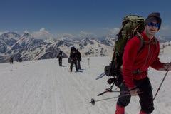 2014 07厄尔布鲁士山,俄罗斯:上升在山Elbrus 库存照片