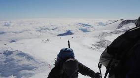 2013 08厄尔布鲁士山,俄罗斯:对Elbrus山的攀登 股票录像