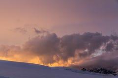 2014 07厄尔布鲁士山,俄罗斯:从Garabashi驻地的全景 库存图片
