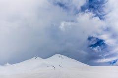 2014 07厄尔布鲁士山,俄罗斯:Elbrus山全景  图库摄影