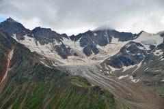 厄尔布鲁士峰冰川  免版税库存照片