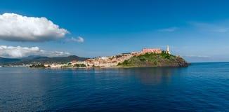 厄尔巴岛海岛,托斯卡纳意大利看法  免版税库存图片