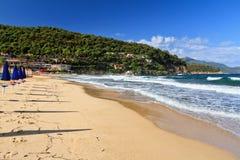 厄尔巴岛- La Biodola海滩 免版税库存图片