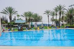 厄梅尔,内盖夫,以色列-打开6月27,在儿童的游泳池的夏季-厄梅尔,内盖夫, 2015年6月27日在以色列 库存图片
