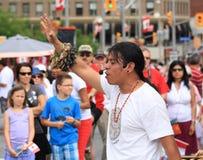 厄瓜多尔人唱歌 免版税图库摄影