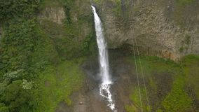厄瓜多尔曼托DE LA NOVIA的瀑布 免版税库存照片