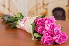 厄瓜多尔桃红色玫瑰浪漫花束  库存图片