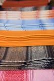 厄瓜多尔毯子待售在Otavalo市场上 免版税库存照片