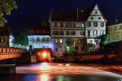 历史中心和河雷格尼茨河的美妙的夜类型 免版税库存图片