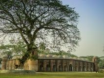 历史六十个圆顶清真寺Bagerhat孟加拉国 库存照片