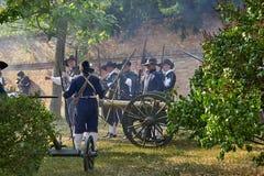 历史再制定天布尔诺 历史步兵服装的演员攻击施皮尔贝格城堡 免版税库存图片
