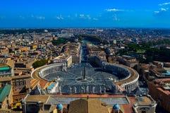 历史圣Peter's大教堂的惊人的看法,梵蒂冈,罗马,意大利 免版税图库摄影