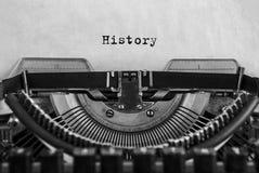 历史在葡萄酒打字机,老纸键入了 特写镜头 免版税库存图片