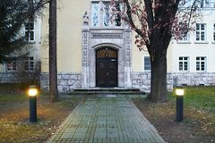 历史大厦入口,被列出成纪念碑在埃福特 词意味为聋的学校 库存图片