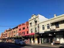 历史大厦和街道在纽敦,悉尼,澳大利亚, 2018年 免版税库存图片