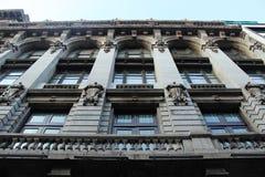 历史大厦在城市的中心 免版税库存图片