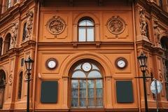 历史大厦或视域在里加、拉脱维亚或者拉脱维亚共和国 在建筑学或建筑风格的新古典主义 图库摄影