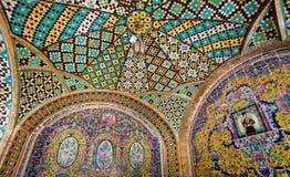 历史大阳台的五颜六色的铺磁砖的天花板 图库摄影