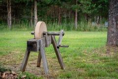 历史工具 老,手动,削尖工具-磨石 库存照片