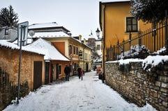 历史市街道Kutna Hora在冬天 库存图片
