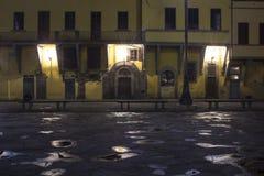 历史建筑在三塔Croce广场在佛罗伦萨 库存照片
