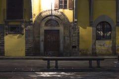 历史建筑在三塔Croce广场在佛罗伦萨 免版税图库摄影