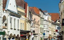 历史建筑在老镇多瑙河畔克雷姆斯,奥地利 库存照片