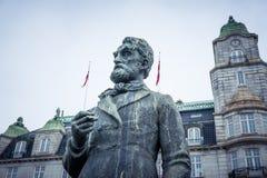 历史挪威政客约翰Sverdrup雕象  免版税库存图片