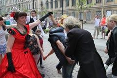 历史服装和舞蹈人维瓦合奏的促进者和舞蹈家表现  库存图片