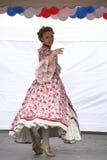历史服装和舞蹈Rameau的侄子合奏的促进者和舞蹈家表现  免版税图库摄影