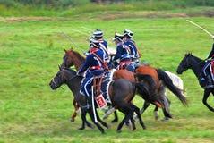 历史服装的战士骑马并且拿着剑 库存照片
