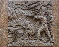 历史浅浮雕在别尔哥罗德州军事荣耀方尖碑,描述现代地方武力冲突 库存图片