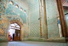历史清真寺- 14个世纪Soltaniyeh陵墓圆顶铺磁砖的墙壁  库存图片
