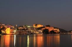 历史湖边建筑学城市宫殿都市风景乌代浦印度 库存照片