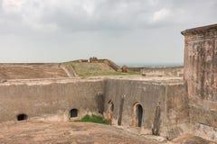 历史的丁迪古尔岩石堡垒的象地堡的地窖 免版税图库摄影