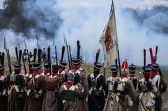 历史的争斗的重建在俄国人和拿破仑的队伍之间的从俄国市Maloyaroslavets 免版税库存照片