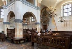 历史的伟大的犹太教堂大厦的内部 免版税图库摄影