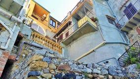 历史的住房在Cefalu,西西里岛 免版税库存照片