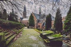 历史的公墓和教堂在跟特,比利时 库存照片