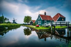 历史的农厂房子在Zaanse Schans荷兰村庄  库存照片