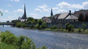 历史的剑桥,安大略,盛大河的教会 免版税图库摄影