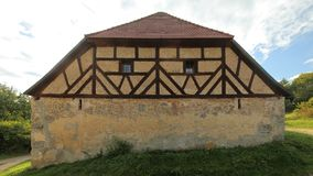 历史的半木料半灰泥的谷仓在Pfaffenhofen,上普法尔茨行政区,德国 库存图片