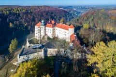 历史的城堡在克拉科夫,波兰附近的Pieskowa Skala 免版税图库摄影