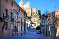 历史的城堡在阿尔曼萨西班牙 库存照片