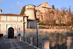 历史的城堡的看法从市的布雷西亚-布雷西亚- 库存图片