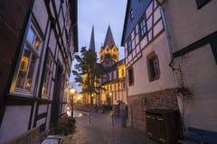 历史的城市在晚上gelnhausen德国 库存图片