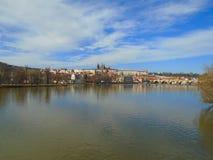 历史的城市布拉格看法,好的老地标和大厦、屋顶和塔 捷克共和国的访问,欧洲 免版税库存照片