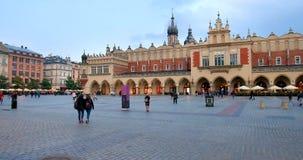 历史的处所克拉科夫,波兰-主要集市广场-布料霍尔- Sukiennice 股票录像