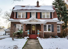 历史的家在冬天早晨 免版税库存照片