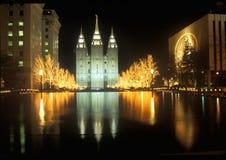 历史的寺庙和正方形在盐湖城在晚上,在2002个冬季奥运会期间, UT 免版税库存照片